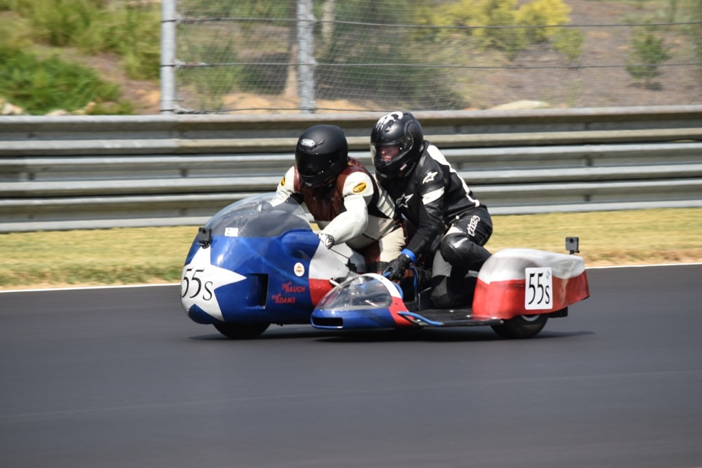 picture of sidecar racing