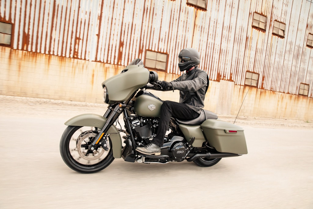 picture of Harley Davidson Street Glide Special riding